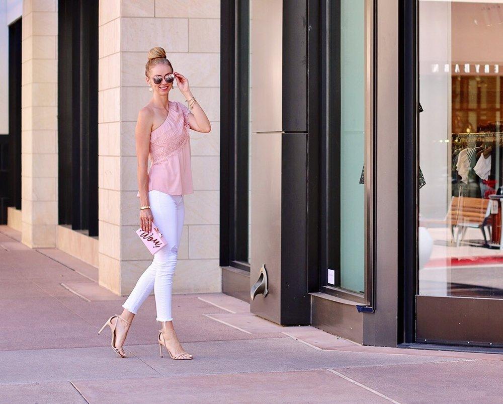 street-style-pink-top-white-skinny-jeans.jpg