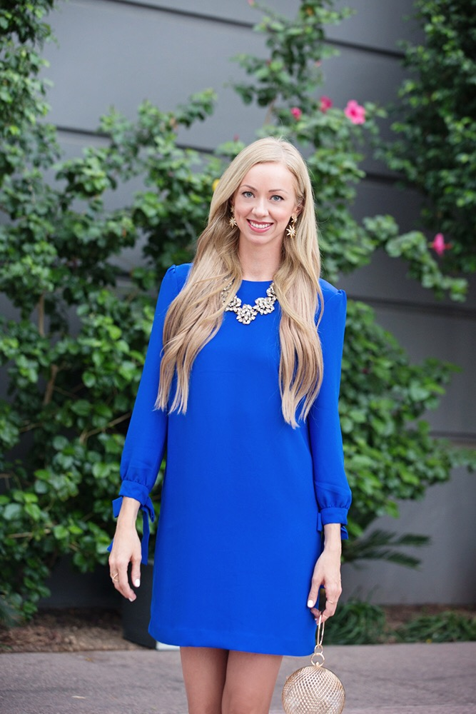 banana-republic-tie-sleeve-shift-dress-blue-blonde-hair-gold-jewelry.jpg