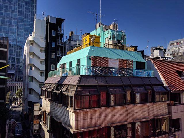 Blue Roof on the Red Slope (赤坂/Akasaka)🇯🇵 赤坂の青屋. __________ #akasaka #tokyo #japan #日本 #東京 #赤坂 #architecture #建築