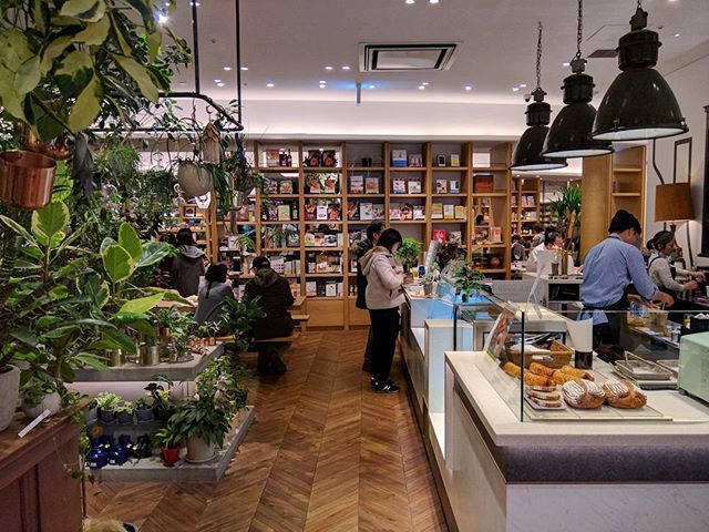 Great concept store by @edion_tsutaya_electrics __________ #二子玉川 #tokyo #photography #retail #japan #stores