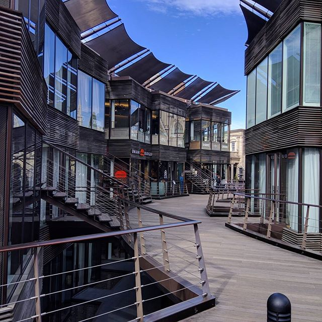 Portofino - Aoyama, Tokyo. ポルトフィーノ、青山、東京。 __________ #tokyo #東京 #umamiburger #architecture #建築 #Japan #日本 #omotesando #表参道