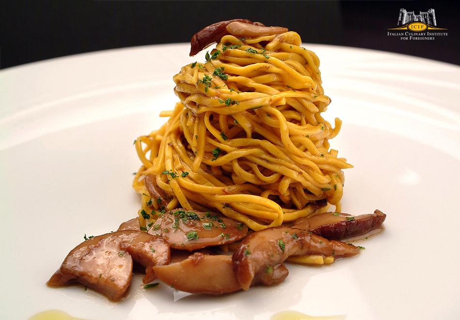Tagliolini pasta with porcini mushrooms Ragout.jpg