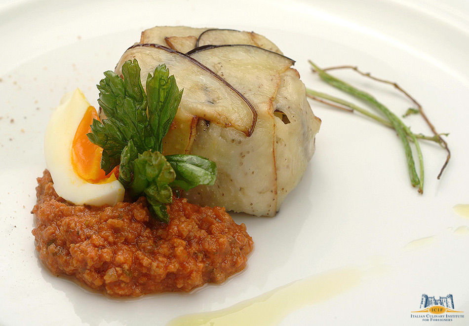 Eggplant timbale stuffed with pasta and meat sauce_PASTA_NCASCIATA.jpg
