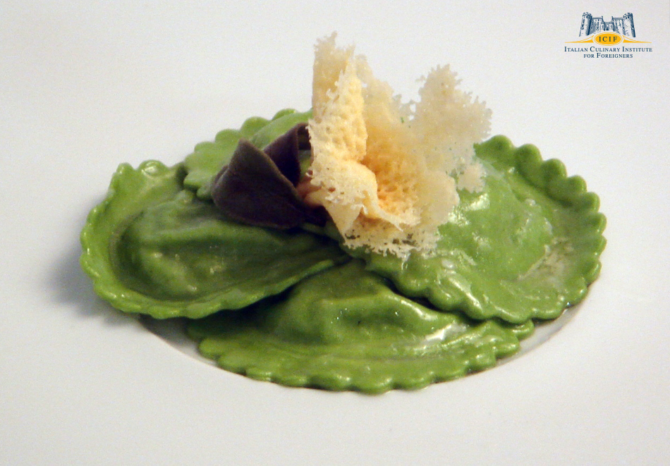 Green spinach ravioli with egg sauce and clarified butter with thyme(2).jpg
