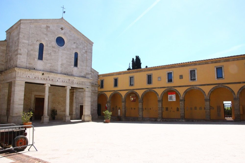 Piazza del Duomo in Chiusi, where I will be sewing curtains this October.  Photo credit:  Wikipedia