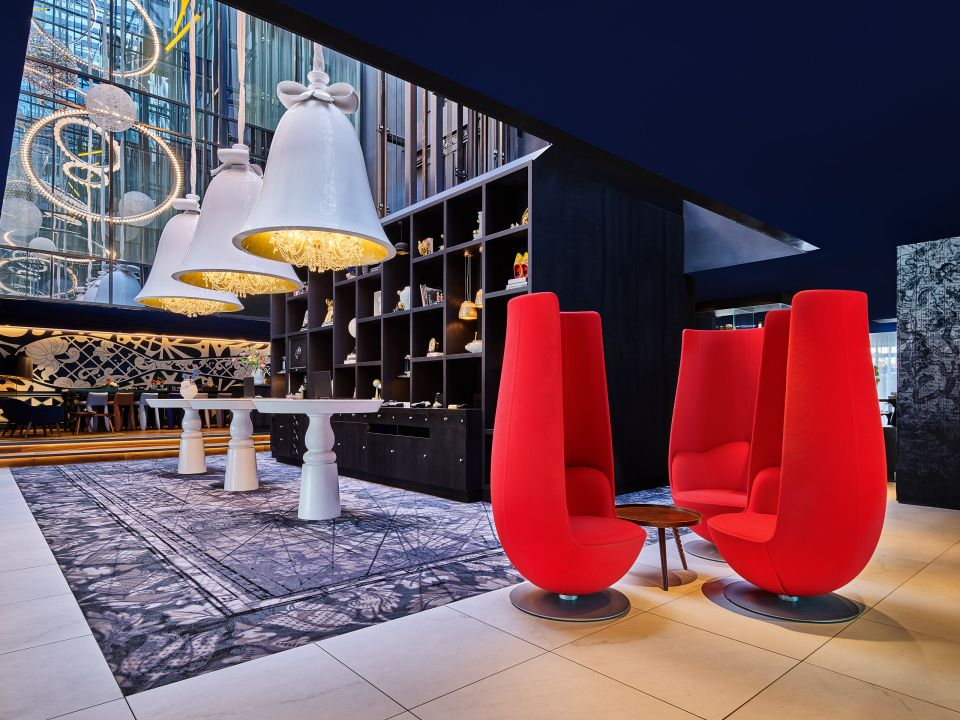 Andaz-Amsterdam-Prinsengracht-P334-Lobby-Tulip-Chairs.4x3.adapt.1280.720.jpg