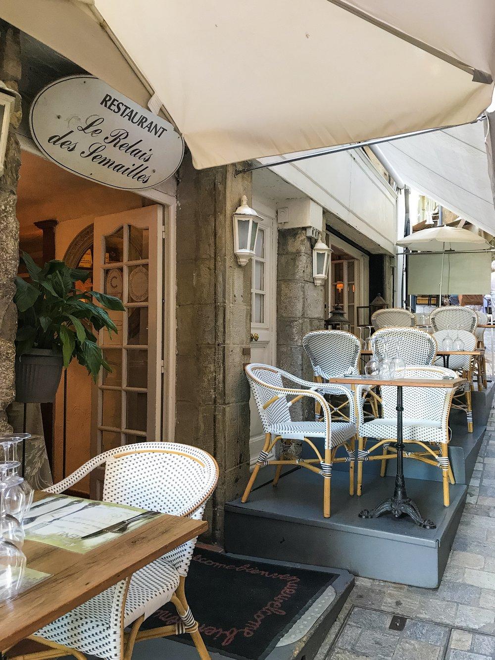 Le Suquet sidewalk restaurants