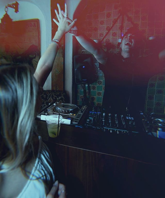 Put your hands up if you're ready for the weekend! 🙌🏻🙌🏻🙌🏻 Table reservations 📧 reservations@41ocean.com . . . #41ocean#LosAngeles#SantaMonica #friday#weekend#friendship#Santamonicapier#partywithme#goodvibes #cheers#vip#friyay#party #instafun#dancing #girlsnight #rosé #friyay#saturday#girls