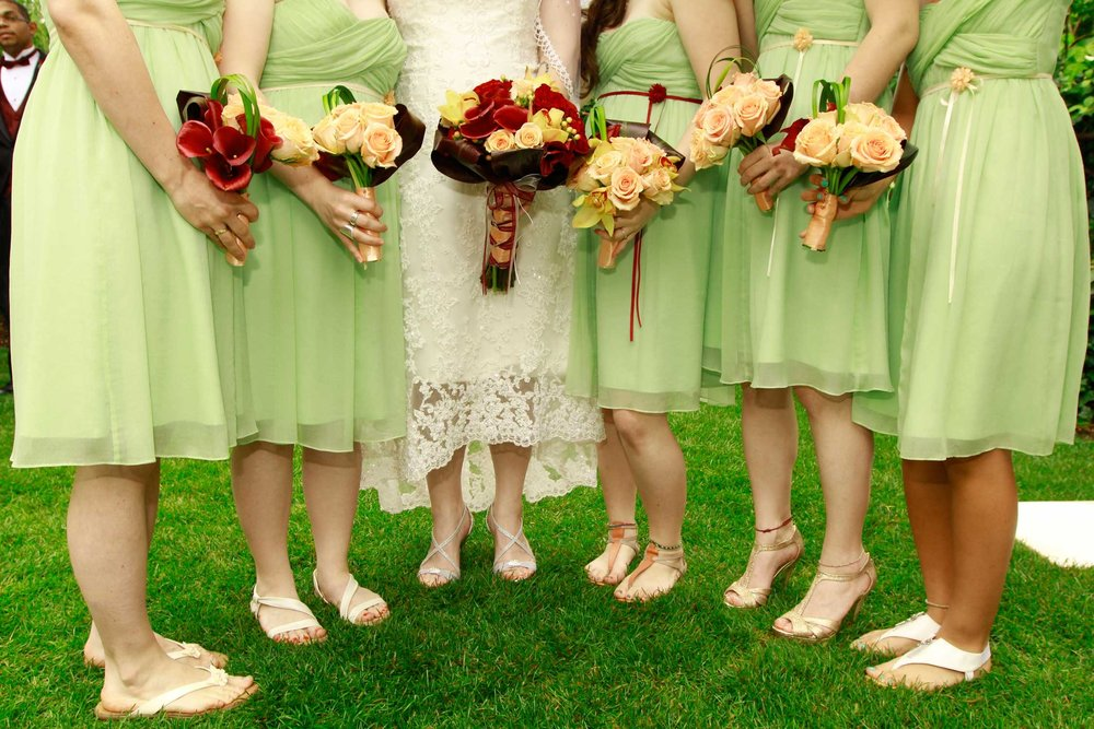 Tropically inspired bride & bridesmaids line up