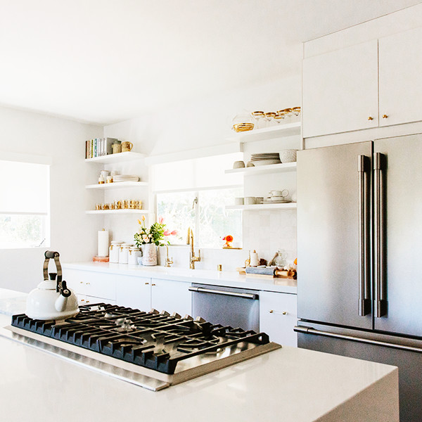 How to Spring Clean Like the Pros - Ready to get on your spring cleaning game, but don't know where to start? Well we called on the experts to give you some guidance. The professional home organizers at Thumbtack shared with us some of their best advice to get organized in a snap. These pros make it their job to get a house in shape, so we're clinging to their advice like gold.From kitchen cleanup to closet hacks, these tips will whip your home into shape for the coming year. Add them to your checklist and have your space feel brand new. So go ahead, take a peek, and get organized.