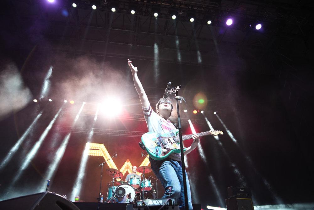 Weezer 1-1.jpg