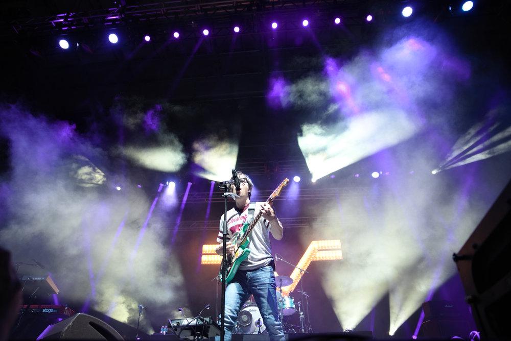 Weezer 3-1.jpg