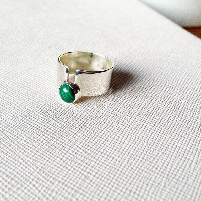 We are really loving this custom Low Orbit Ring made with malachite for one of our favorite customers.  So chic 😍