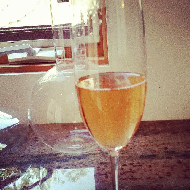 Pre-gaming with bubbles… #eatplusdrinksupperclub  (at Eat+Drink Supper Club)