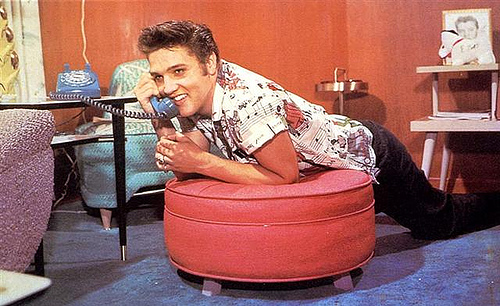 elvis-on-blue-phone