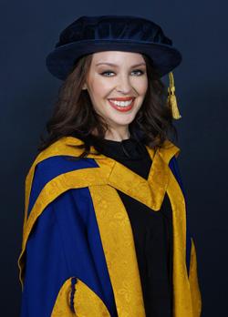 Kylie_Minogue_graduation_degree