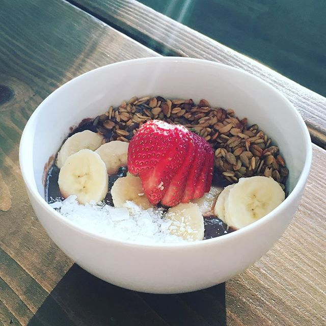 Good morning ☀️ Monday!  First attempt at an acai bowl turned out beautifully and delicious! So fun to experiment with healthy food- clean eating does not have to be boring 🤗  #healthylife #cleaneating #findyourbalance #eatclean #healthyrecipes #healthmotivation