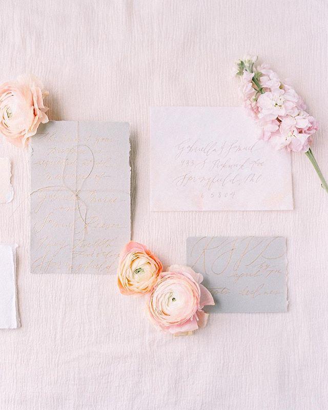 Organic with a nod to history 👌🏻 My kind of romance. Photo: @sheabriannephotography | Styling: @meganstyled . . .  #calligraphy #dailydoseofpaper #thatsdarling #moderncalligraphy #invitation #wedding #custominvitations #etsy #invitationsuite #bridal #weddingideas #weddingdesign #weddingplanning #weddinginspo #handmadeinvitations #makersgonnamake #flourishforum #livethelittlethings #theartofsimplicity #escortcards #placecards #rusticwedding