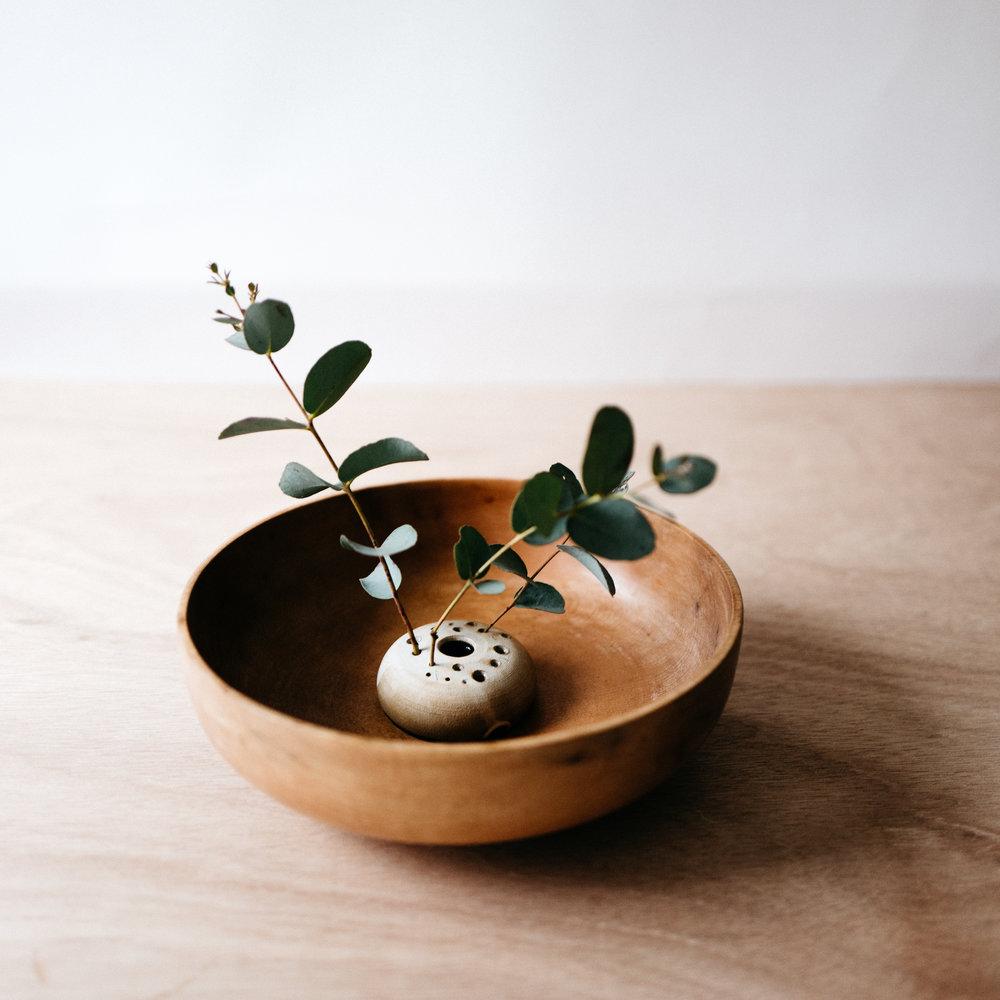 flower frog- matte grey on brown clay