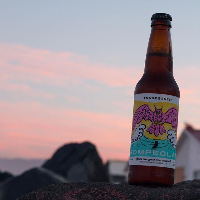 ¿Una #Rompeolas para arrancar el fin de semana? ¡Eso no suena mal! y más si es disfrutando de un atardecer sobre el Pacífico. #SéInsurgente #CraftBeer #IPA #BajaNorte #Atardecer #Sunset