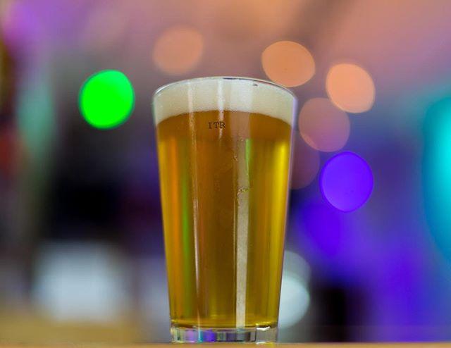 Y para festejar el Día del Niño les tenemos a nuestra #SimcoeDeMayo Session IPA. ¡Cáele por unas y festeja que mañana no hay trabajo! #SéInsurgente #CraftBeer #CervezaArtesanal #TomaArtesanal #TomaLocal