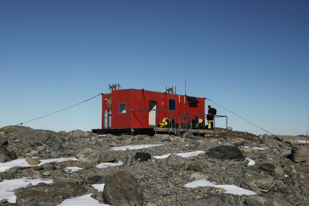 Robinson hut, quite roomy.