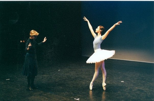 Coaching with Antoinette Sibley, Royal Ballet School, 2003. Photo by Johan Persson