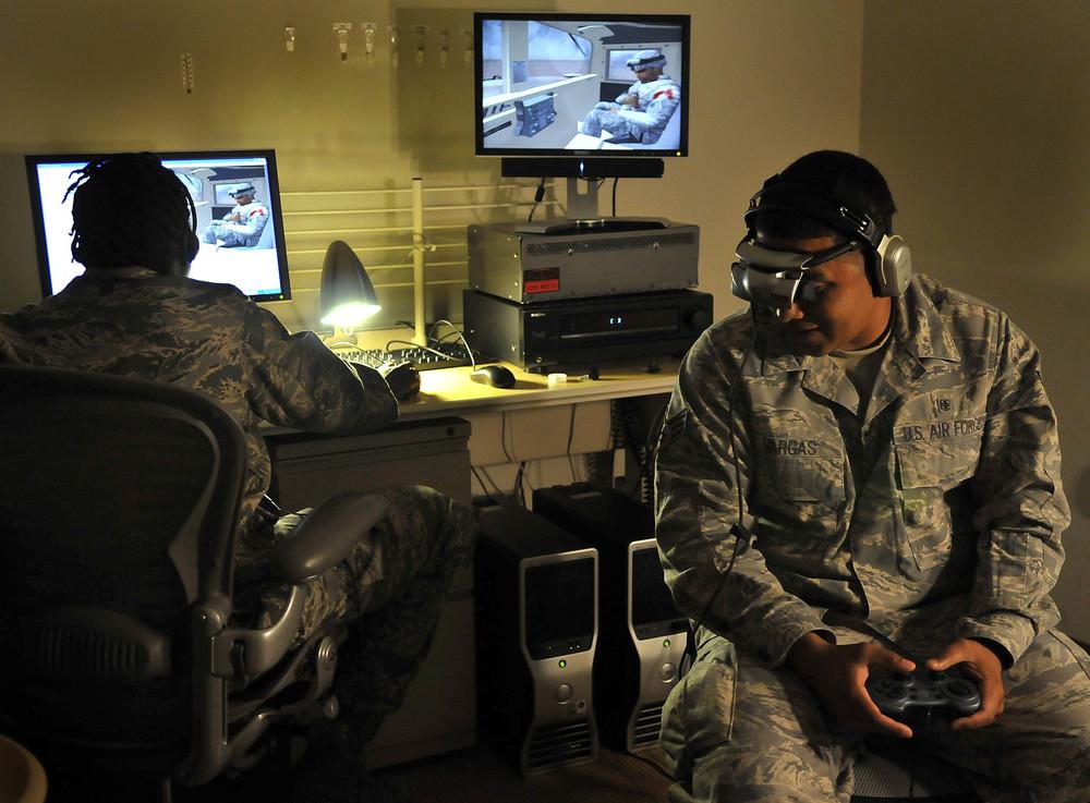 Wirtualna rzeczywistość może służyć np. do leczenia PTSD (zespół stresu pourazowego), występującego np. o żołnierzy mających za sobą traumatyczne działania wojenne.