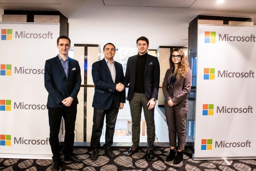Od lewej: dr. Przemysław Chojecki – CTO Bohr, Mark Loughran – dyrektor generalny Microsoft w Polsce, Witold Kowalczyk – CEO Bohr, Justyna Orłowska – Dyrektor Programu GovTech Polska