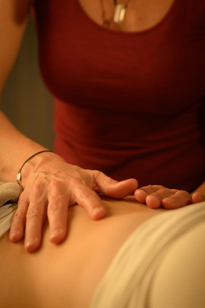 Diepgaande massage van je buik en organen vraagt zachtheid om tot transformatie te komen.