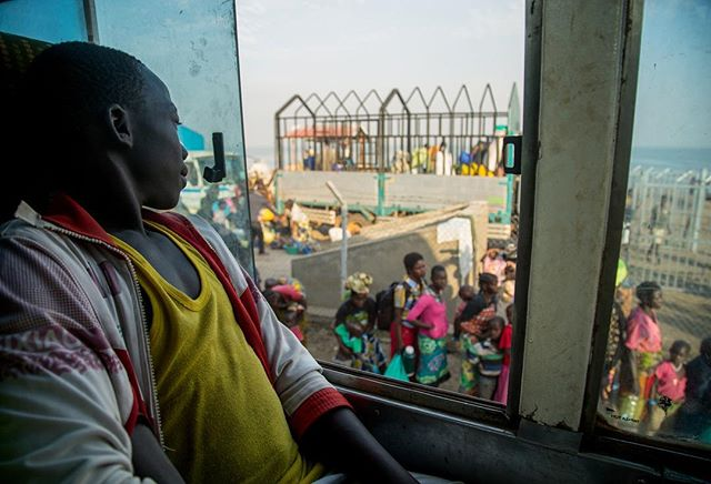 In the past two weeks, more than 20,000 Congolese people have fled their homes and come into Uganda. Thousands crossed Lake Albert by boat and arrived in Sebagoro, western UG. From there, they get on buses provided by UNHCR that will taken them to Kyangwali refugee settlement. This boy is about to start a new life- but not necessarily a better one as conditions in the settlement are absolutely dire. Taken this week for AFP.  #uganda #congo #drc #reportagespotlight #eastafrica #africa #girlgaze #afp #periodismo #fotografia #refugees #conflict #violence #teenager #migration #documentary #photography #photojournalism #journalism #womenphotographer #worldpostgram #unhcr #aid #emergency #travel #news