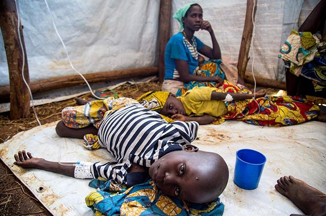 It's taken almost a week for officials and NGOs to declare a cholera outbreak In Kyangwali camp (they did today), thus the help will only really begin to arrive in the next few days. Anyone working in this sector knows that cholera spreads like wildfire- and those most affected are young people.  This pic was taken last Friday at the emergency centre, where people on the ground told us it was cholera- but weren't allowed to officially tell us. Since then, 27 people have died and there have been more than 400 cases.  Couldn't tell you if these kids in the picture made it... but I can tell ya there should have been a quicker response.  It's honestly so frustrating to hear senior NGO officials deny everything even though there's proof.  #drc #cholera #uganda #eastafrica #epidemic #health #africa #aid #emergency #photojournalism #journalism #photography #documentary #canon #reportagespotlight #worldpostgram #children #sick #dobetter #refugees #conflict #unhcr #afp #fotografia #periodista #water #msf