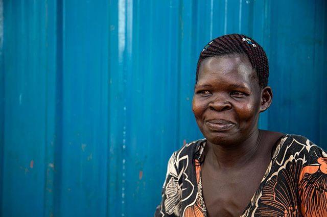 💙 blue . . . #Luweero #Uganda #eastafrica #africa #portrait #woman #blue #dca #girlgaze #canoncna #canon #photography #photojournalism #journalism #documentary #foto #fotografia #mujer #africanlady #everydayafrica #strongwoman #farmer #worker