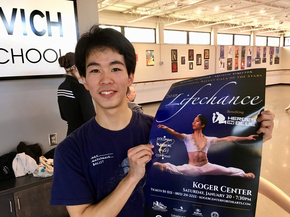 Koyo Yanagishima holding a LifeChance 2018 poster in which he is featured.)