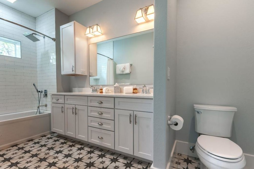 2nd_floor_full_bathroom.jpeg