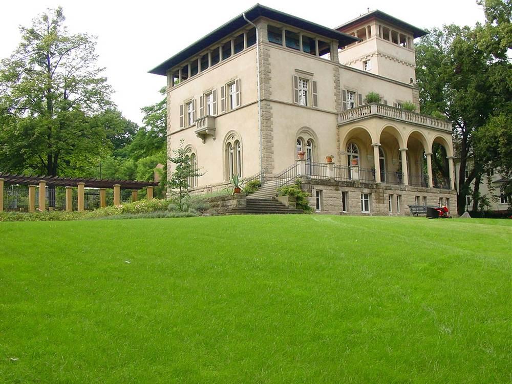 Villa Sarre Potsdam.jpg