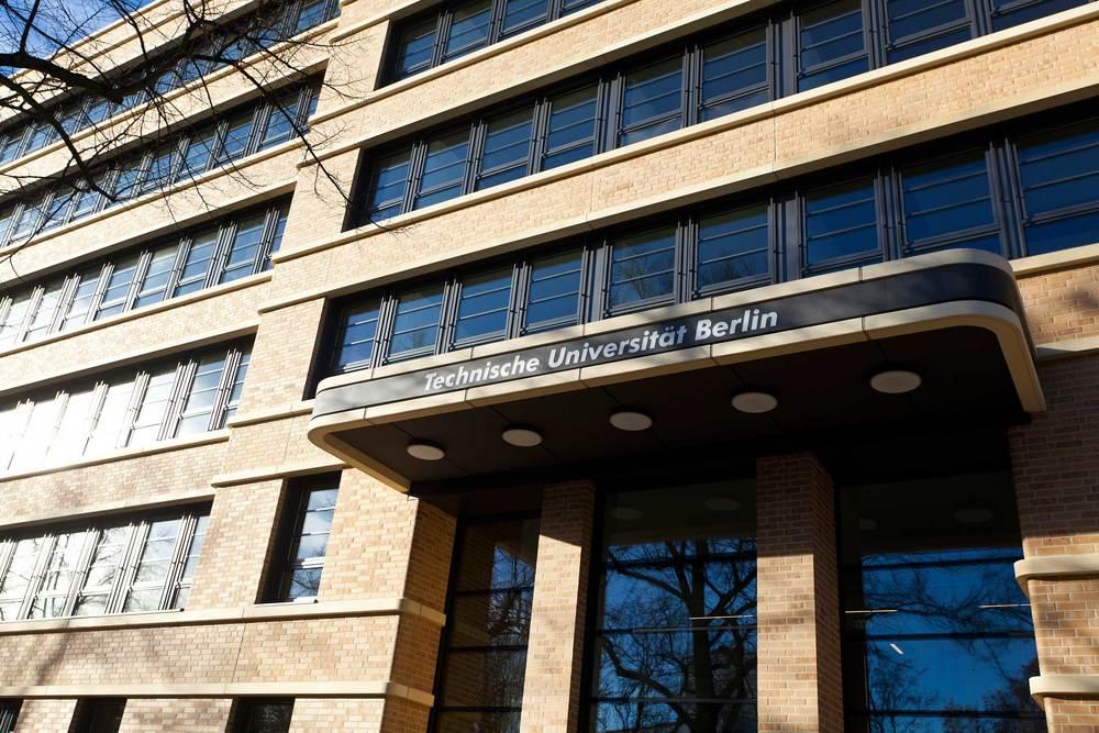 4 Technische Universität Berlin Eingang Tür.jpg
