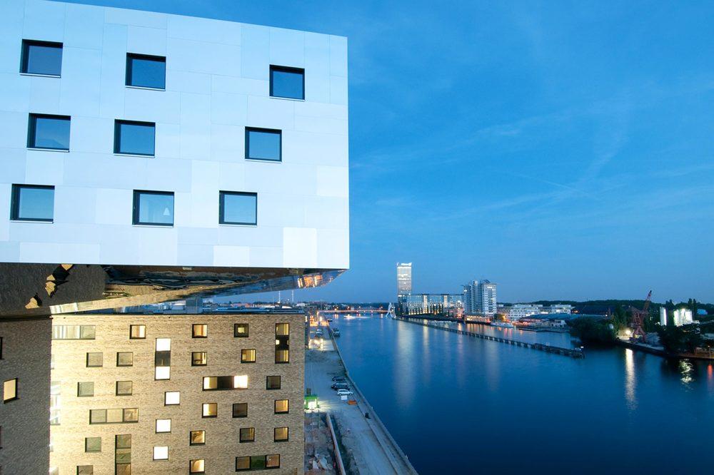 3 nhow Hotel Berlin Krangeschoss, Blick über Spree gen Osten.jpg