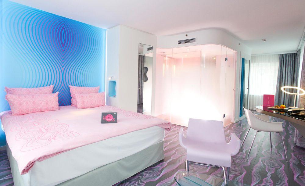 11 nhow Hotel Berlin Zimmer 2.jpg