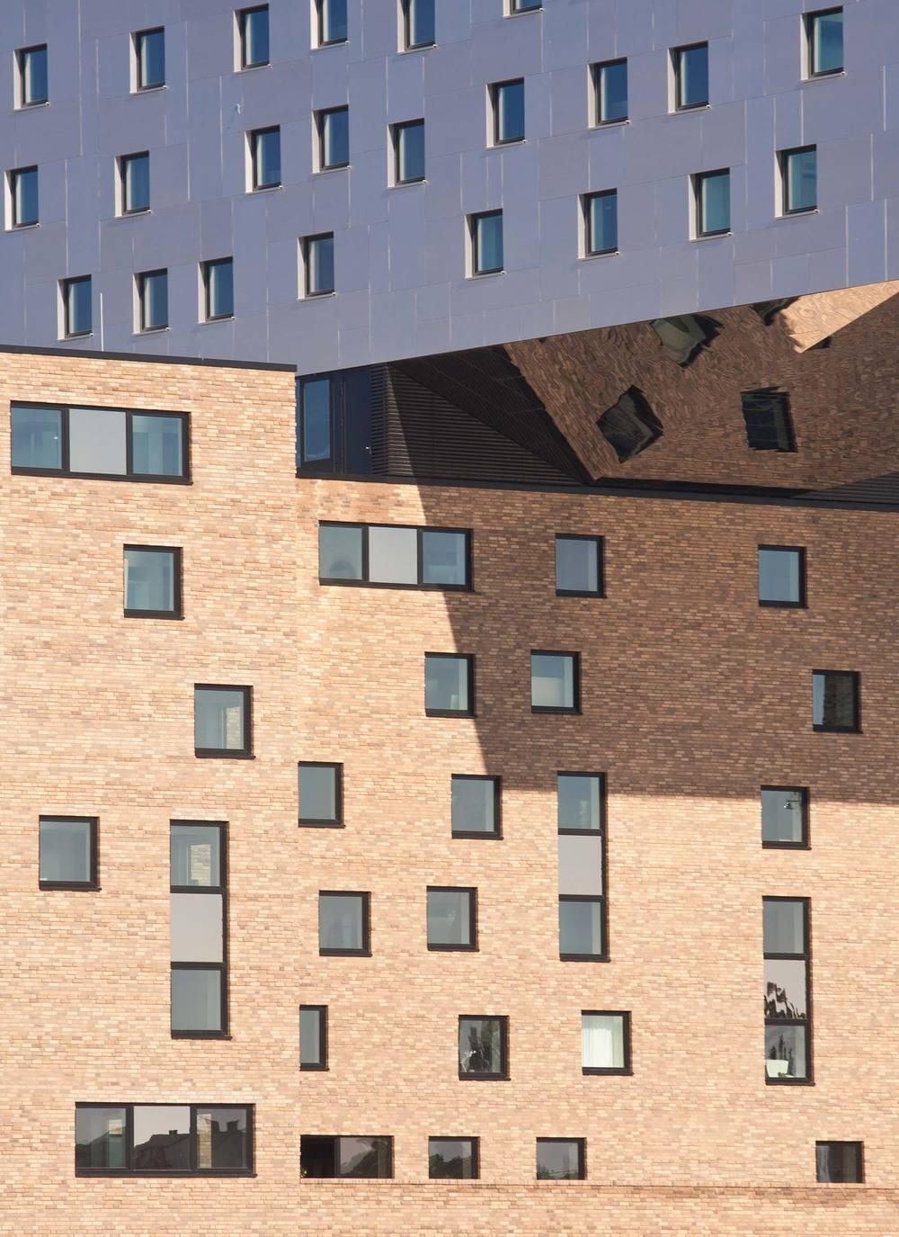 23 nhow Hotel Berlin Ausschnitt Südfassade.jpg