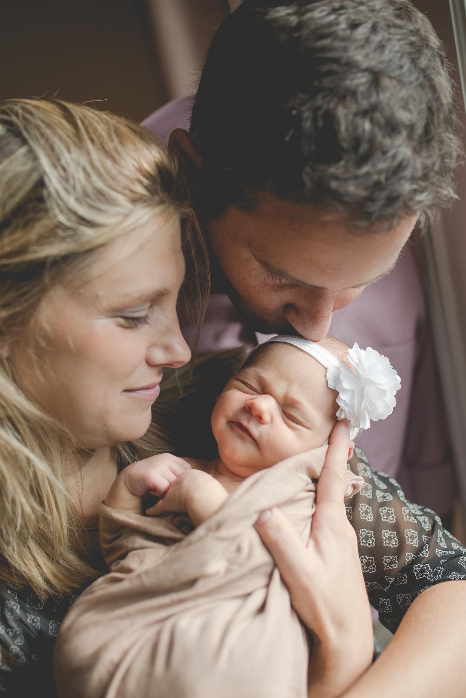 lifestyle newborn photographer salem virginia