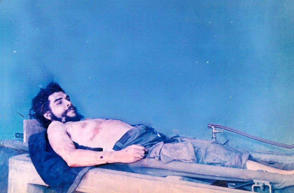 Exposition du corps de Che Guevara - Photographie prise le 10 octobre 1967 par un agent de la CIA.