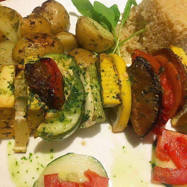 Brochette andina. Me atrevo a decir que es el mejor lugar vegetariano (y con variedad de gluten free) de BA❤️ #latergram #twttr