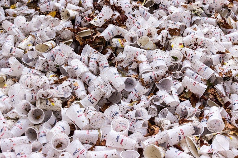 plastic-cups-973103_1280.jpg