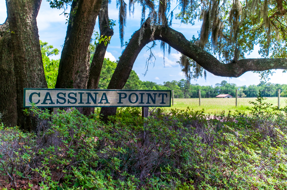 Entrance to Cassina Point.