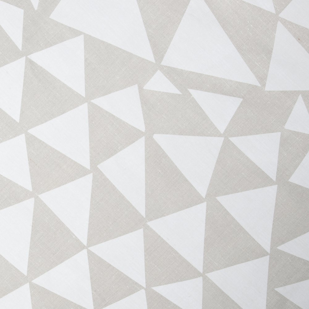TRIANGLES | WHITE ON NATURAL LINEN