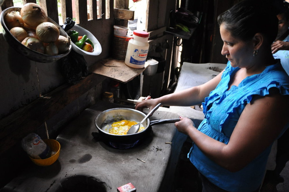 Nicaraguan coffee farmer, Fátima Blandón, cooking with biogas. (Photo courtesy of UTZ Certified)