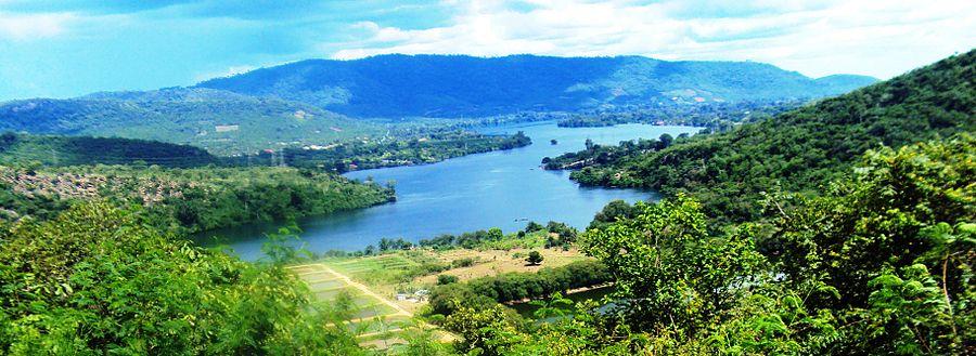 Lake Volta, Eastern Ghana  © Sandister Tei (sandistertei@gmail.com)/ Wikimedia Commons