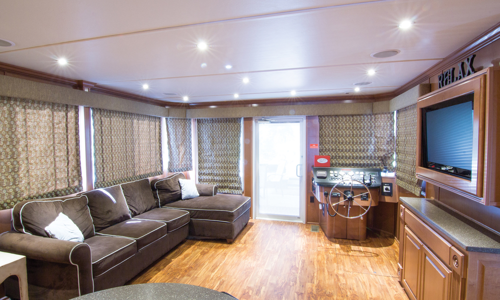 Suzanne-Houseboat-Interior-2