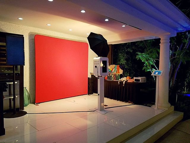 Our setup last weekend at a private Beverly Hills Estate! #beverlyhillsphotobooth #photobooth #photoboothla #photoboothoc #bestphotobooth #photoboothprints #laphotobooth #laphotoboothrentals #orangecountyphotobooth #weddingphotobooth